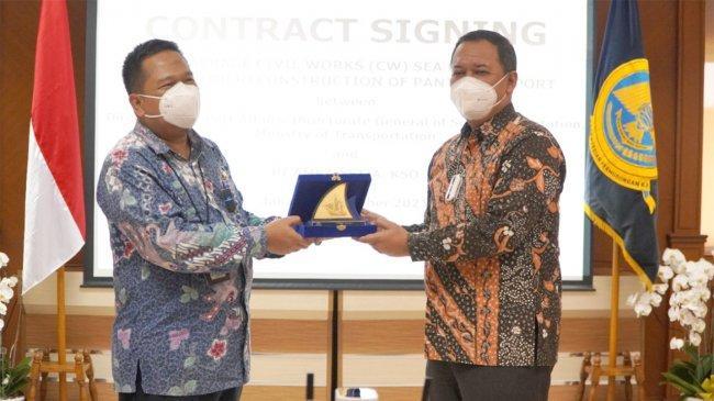 Kemenhub Tandatangani Kontrak untuk Program Rehabilitasi Pelabuhan-Pelabuhan di Teluk Palu