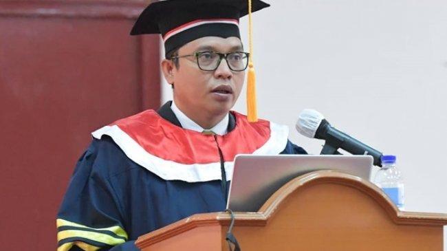 Achmad Baidowi Raih Gelar Doktor Ilmu Pemerintahan IPDN dengan Predikat Sangat Memuaskan