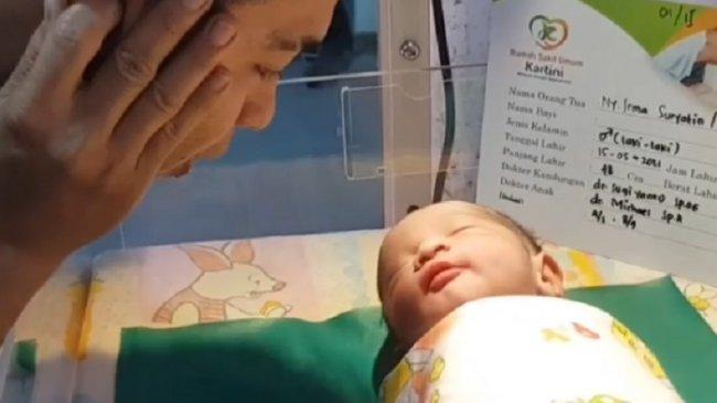 Istri Sapri Pantun Lahirkan Bayi Lelaki, Adik Ipar Kumandangkan Azan, Instagram Almarhum Banjir Doa