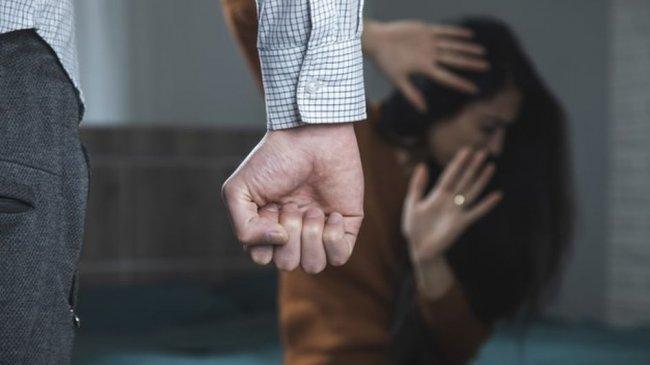 aggressive-man-beating-woman-roo-20210425040322.jpg