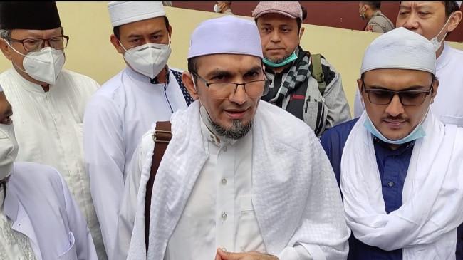 Hirup Udara Bebas, Lima Eks Pimpinan FPI Gelar Tausiyah, hingga Makan Bersama Keluarga