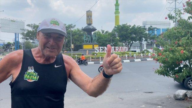 Sudah di Semarang, Pelari Maraton Water4Sumba Om Rob Optimistis Tiba di Bali Tepat Waktu