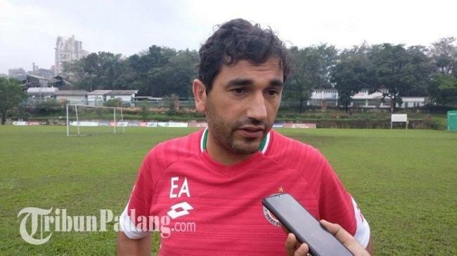 Respon Pelatih Eduardo Soal Kartu Merah Yang Didapatkan Jayus Hariono