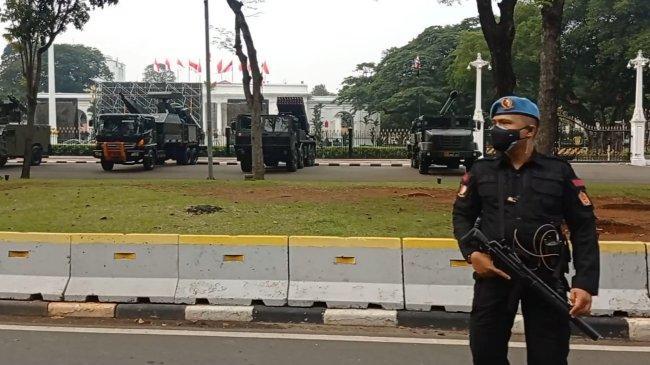 TNI Pamerkan Alutsista di Sekitar Istana Jokowi, Ada Apakah?