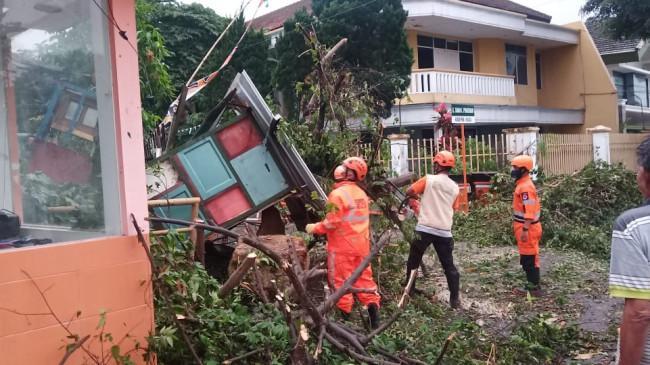 BNPB: Angin Kencang Terjang Beberapa Wilayah di Jawa Tengah, Tak Ada Korban Jiwa