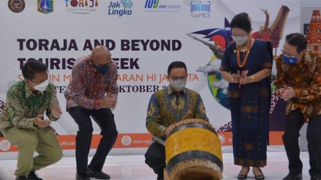 Anies Resmikan Event Kebudayaan Toraja and Beyond Tourism Week 2021 di Stasiun MRT Bundaran HI