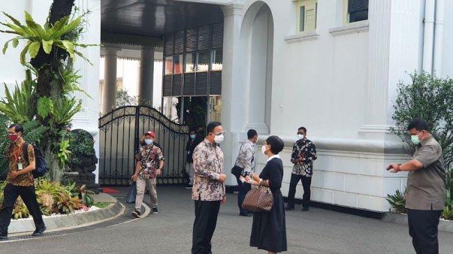 Presiden Jokowi Selesai Rapat dengan Menteri, Anies Baswedan Tiba di Istana
