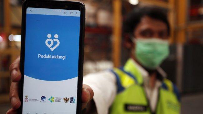 Pemerintah Akan Terapkan Aplikasi PeduliLindungi di 14 Pasar Rakyat
