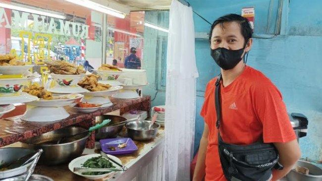 Pegunjung Sepi, Karyawan Warung Masakan Padang di Terminal Kampung Rambutan Alami Pemotongan Gaji