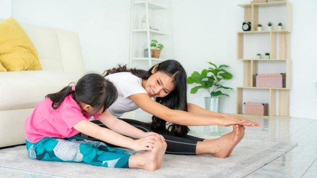 asian-mother-and-daughter-doing-20210728041914.jpg