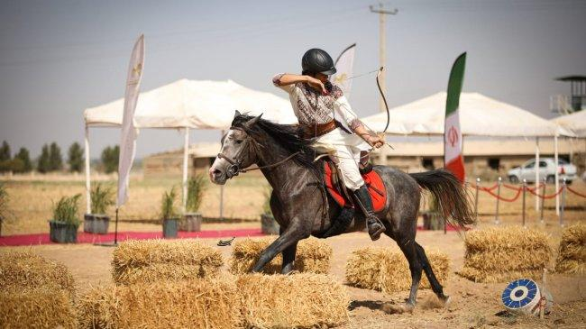 Atlet Panahan Berkuda Indonesia Sabet Juara Tiga di World Horseback Archery Championship