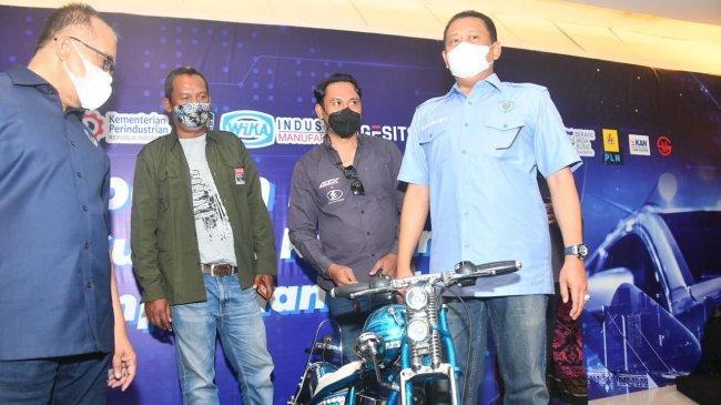 Tinjau Pameran Modifikasi Sepeda Motor di Bali, Bamsoet Dukung Industri Modifikasi Kendaraan Listrik