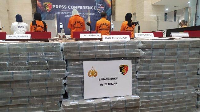 Penampakan Tumpukan Uang Rp 29 Miliar Hasil Penipuan BEC, Kejahatan Dikendalikan Tiga Wanita