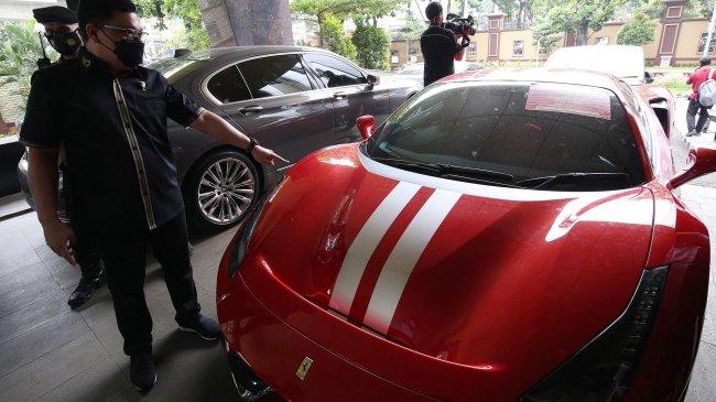 Puluhan Kendaraan Sitaan CEO EDCCash Ada Yang Berstatus Kredit Hingga Doorprize