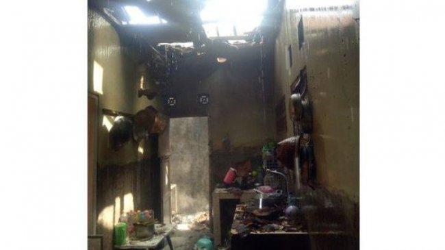 Erisa Tak Bisa Berbuat Apa-apa untuk Menolong Ibunya yang Tersambar Kobaran Api