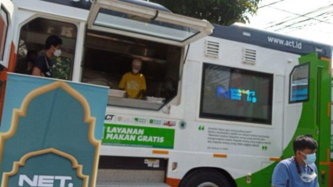 Gunakan Food Truck, Relawan Ini Bagi-bagi Makanan untuk Nakes dan Warga Terdampak Pandemi