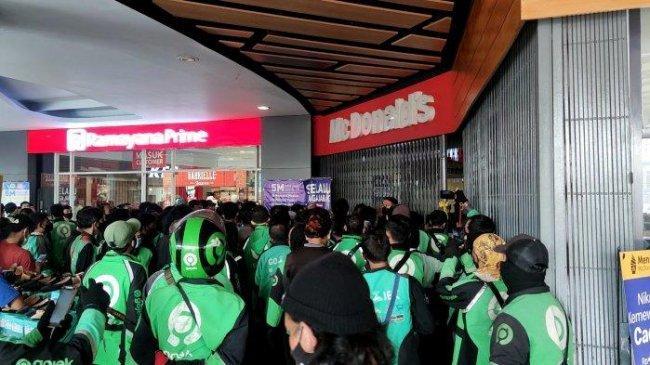 Usai Heboh Antrean BTS Meal, ARMY Lakukan Galang Dana untuk Swab Gratis Para Ojol