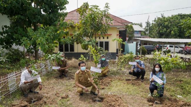 Peduli Kualitas Udara Bersih, Peruri Distribusikan 3.100 Bibit Tanaman Buah untuk Karawang
