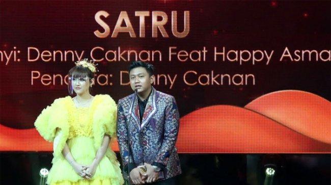 Denny Caknan dan Happy Asmara Sabet Penghargaan Lagu Patah Hati Terambyar
