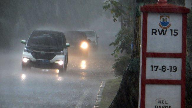 Info Peringatan Dini BMKG Senin, 2 Agustus 2021: Cuaca Ekstrem Hujan Lebat di 16 Wilayah