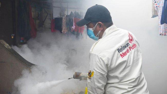 Warga Bintaro Sambut Baik Aksi Sosial Fogging Sabam Sirait dan RMP