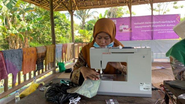 Dibina BRGM, Perempuan Kini Lebih Inovatif Ciptakan Pewarna Alam Batik yang Eksotis