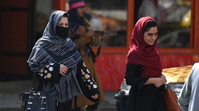 Wanita Afghanistan Dipaksa Menikah Dadakan di Luar Bandara Kabul Agar Bisa Melarikan Diri