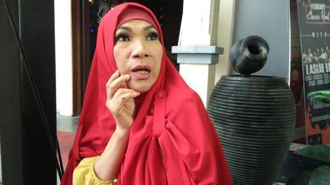 Sejumlah Sahabat Galang Dana Bantu Proses Pemulihan Dorce Gamalama