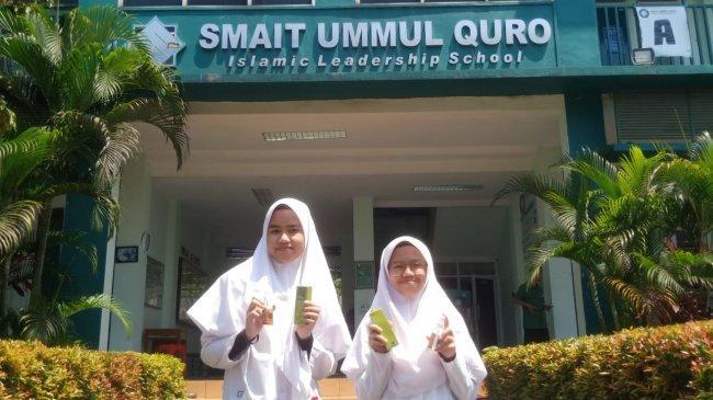 2 Siswi SMAIT Ummul Quro Bogor Ciptakan Hand Sanitizer dari Keong Mas