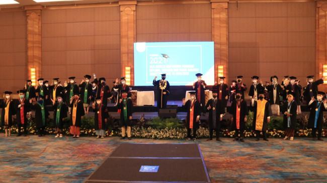 Ratusan Mahasiswa Universitas Esa Unggul Diwisuda, Siap Hadapi Dunia Industri Post Covid-19