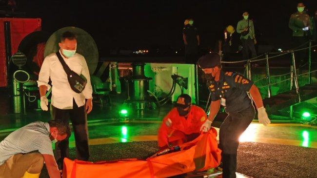 KPLP Evakuasi Jenazah ABK WNI yang Meninggal Saat Bekerja di Kapal Ikan Berbendera Cina