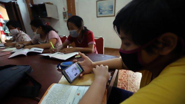 Bantuan Kuota Internet, Nadiem Minta Kepala Sekolah Perbarui Data Nomor HP Siswa dan Guru