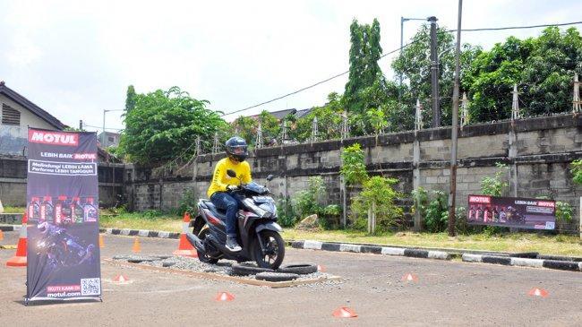 Minimalisir Risiko Kecelakaan di Jalan, Forwot Gelar Pelatihan Keselamatan Berkendara