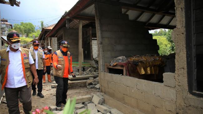 Tinjau Lokasi Terdampak Gempa Bali, Kepala BNPB Pastikan Kebutuhan Dasar Korban Terpenuhi