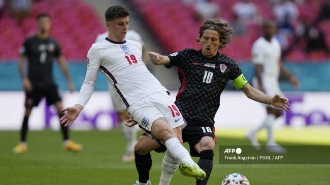 Pemain Chelsea Saling Jegal demi Tiket Final Euro 2021, Mount Tunggu Christensen di Kandang Singa