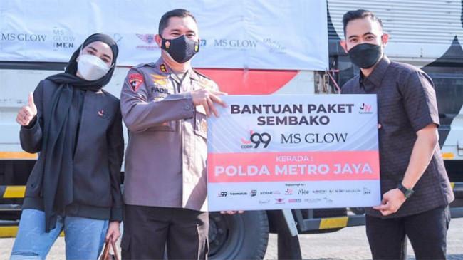 Gilang Widya Pramana Ajak Sederet Artis Bagikan Bantuan Sembako untuk Warga Jakarta