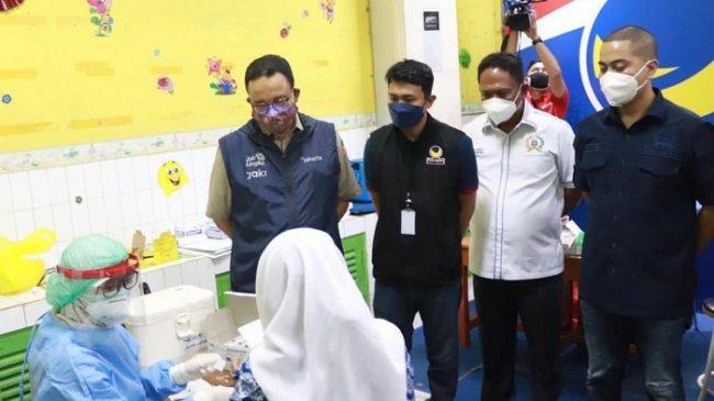Tinjau Sentra Vaksinasi NasDem di Jakarta Pusat, Anies: Ini Ikhtiar untuk Keluar dari Pandemi