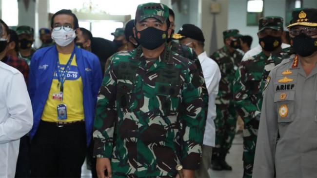 Tinjau Vaksinasi Covid-19 di Yogyakarta, Panglima TNI Apresiasi Nakes Bertugas Tanpa Kenal Lelah