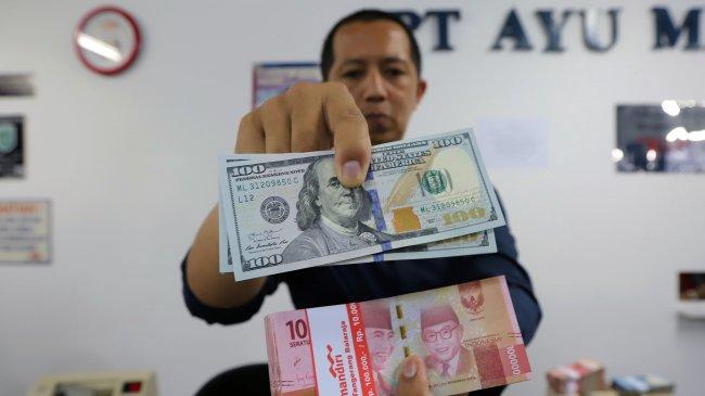 Rupiah Ditutup Melemah ke Rp 14.453 per Dolar AS pada 20 Agustus 2021, Berikut Kurs di 5 Bank Besar