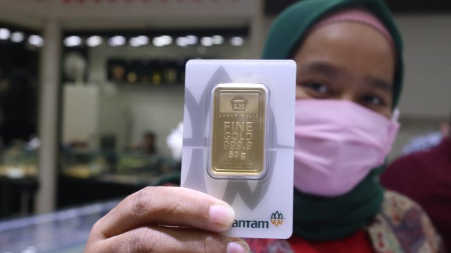 Harga Emas Antam Turun Rp 2.000 Menjadi Rp 940.000 Per Gram