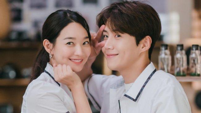 PREVIEW Hometown Cha-Cha-Cha Episode 13, Hye Jin Temukan Foto Wanita di Masa Lalu Kepala Hong