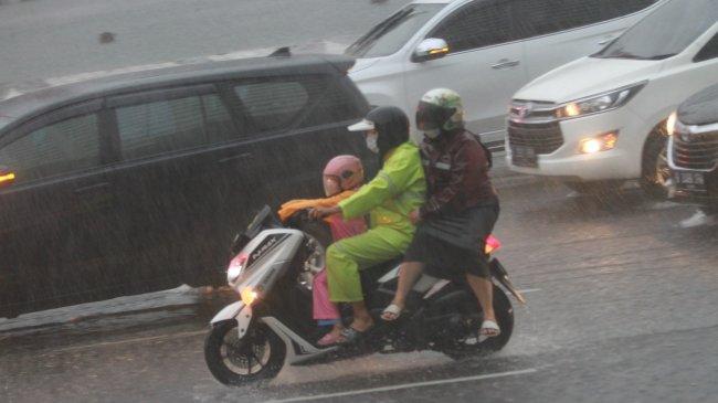 Peringatan Dini BMKG Minggu, 26 September 2021, Potensi Cuaca Ekstrem Hujan Lebat di 18 Wilayah