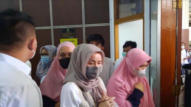 Ibunda Vicky Prasetyo Kecewa dengan Kelakuan Angel Lelga