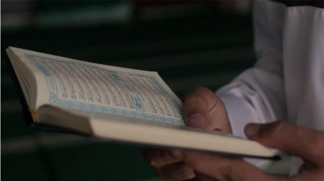 Surat Al-Qari'ah dalam Tulisan Arab dan Latin Lengkap dengan Terjemahan dan Tafsirannya
