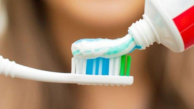 4 Tanda Menyikat Gigi Terlalu Keras, di Antaranya Gigi Jadi Terlalu Sensitif