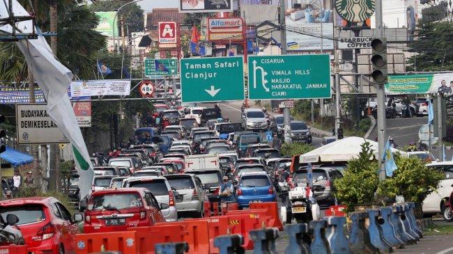 Kasus Covid-19 Sudah Turun, Sri Mulyani Cemaskan Kemacetan di Puncak