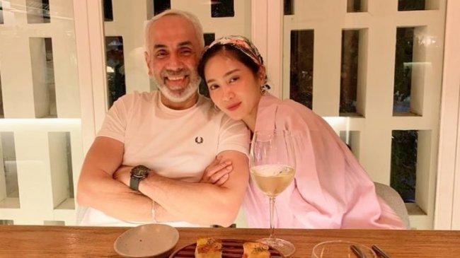 Bunga Zainal Mengaku Disayang Suami Karena Pintar Ngulek