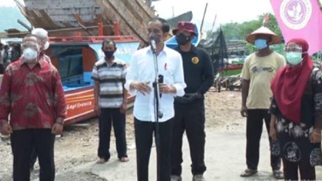 Dengan 'Door to Door' Jokowi Berharap Masyarakat Banyak Ikut Vaksinasi