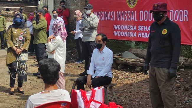 Tinjau Vaksinasi Door to Door di Klaten, Jokowi Ingin Pastikan Program Vaksinasi Berjalan Lancar