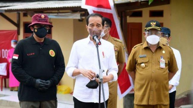Didamping Kepala BIN dan Gubernur Jabar, Jokowi Tinjau Vaksinasi dari Pintu ke Pintu diCirebon
